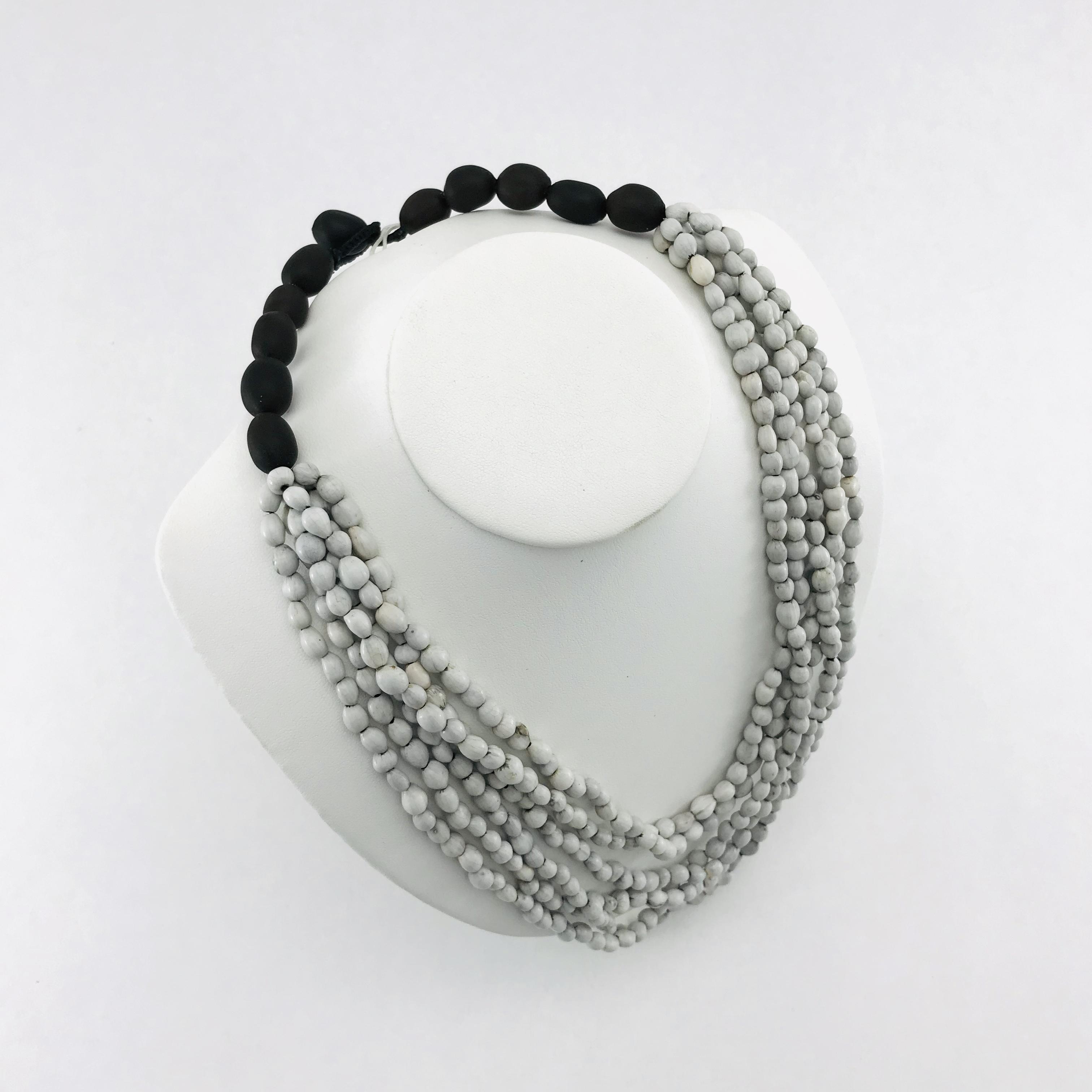 Lotus 6 multi - Natural seeds necklace - White - detail